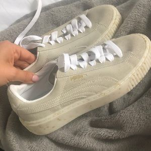 Puma suede baskets with gold detail NEVER WORN